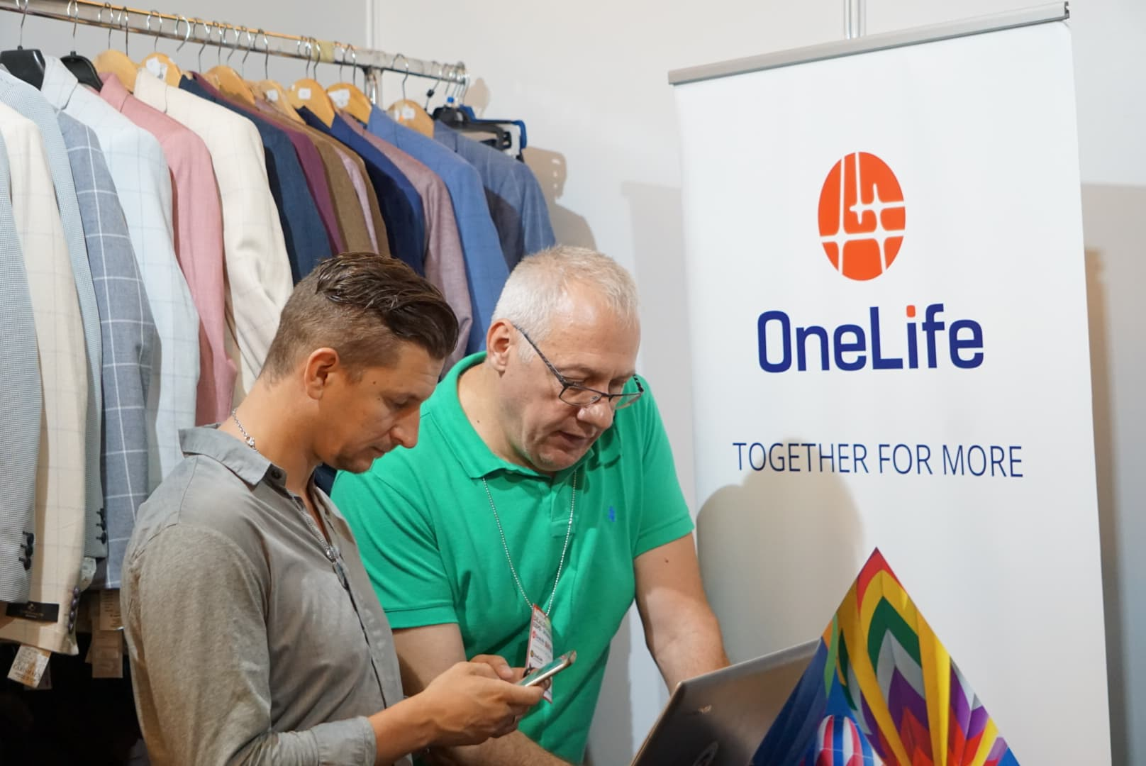 DealShaker Mini Expo Day București. Descoperă avantajele OneCoin  DealShaker Mini Expo Day București. Descoperă avantajele OneCoin 34962169 464591760652603 700367973222711296 o
