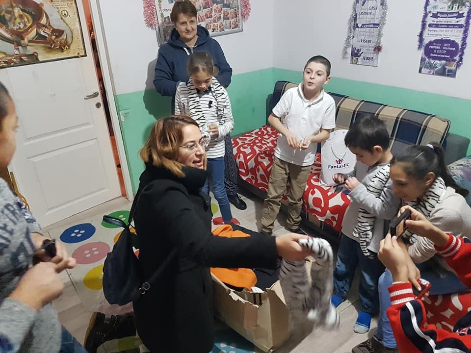 Cadouri de la Moș Crăciun pentru copiii orfani sau abandonați de la Casa Lidia 48059244 2128186317497039 520630807430168576 n