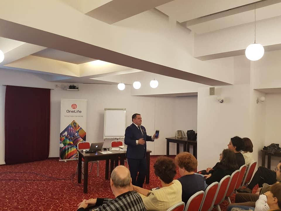 Peste 100 de oameni de afaceri, prezenți la OneLife Business Tour Cluj-Napoca onelife business tour cluj Peste 100 de oameni de afaceri, prezenți la OneLife Business Tour Cluj-Napoca 49561081 2129239057125725 8305113655377133568 n