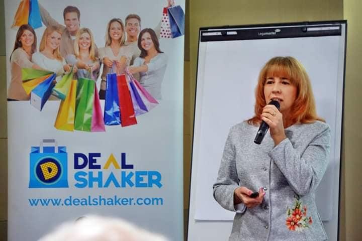 DealShaker sărbătorește 3 ani. O platformă de e-commerce de succes camelia